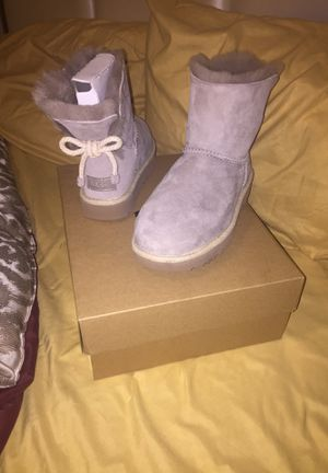 UGG bow boots size 6 for Sale in Detroit, MI