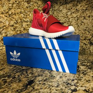 Women's adidas shoes size 8 for Sale in Hialeah, FL