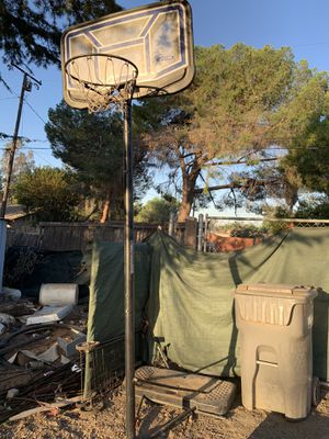 Basketball hoop for Sale in Jurupa Valley, CA