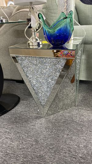 Mirror End Table with Shiny Stones inside V0Q for Sale in Euless, TX