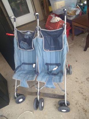 Baby stroller for Sale in Hesperia, CA
