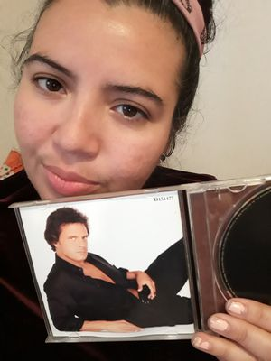 CD DE LUIS MIGUEL ES USADO PERO ESTA LINPIO for Sale in Miami, FL