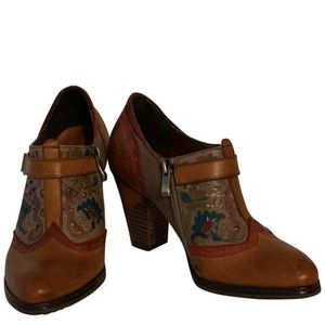 L'Artiste Spring Step Leather Shoes Booties 6 for Sale in West Deptford, NJ