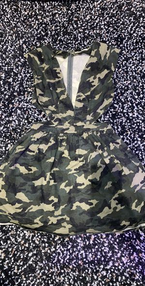 Camo dress green with tulle lining for Sale in Glenview, IL