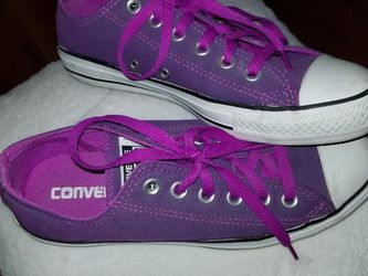 Converse Chuck Taylors Purple Fuchsia Women's US Size 7 for Sale in Lynnwood,  WA