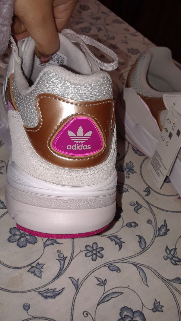 New womens adidas size 8.5/9 $40 offer up need them gone