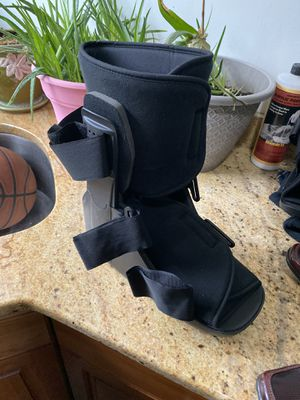 Walking boot size extra large for Sale in South Brunswick Township, NJ