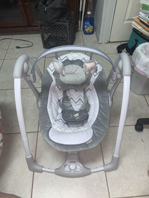 Ingenuity Swing 'n Go portable swing for baby for Sale in Hialeah, FL