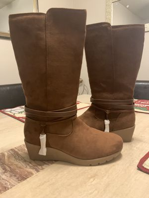 Brand New Girls Size 5 Winter Boots OBO for Sale in Plano, TX