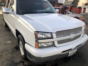 2004 Chevy Silverado Clean Title for Sale in Fresno, CA