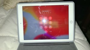 Apple iPad Air 2 64GB white. Excellent condition. for Sale in Safety Harbor, FL
