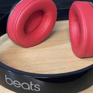 Beats Studio 2 Wireless for Sale in Sumner, WA
