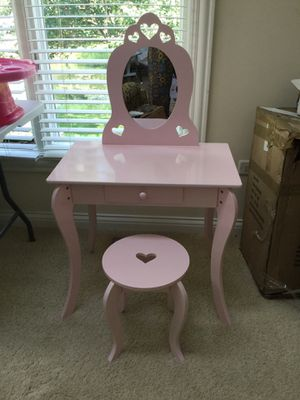 Kids Vanity Makeup Table and Stool Set, Pink for Sale in Orland Park, IL