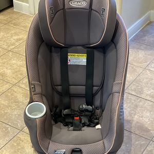 Graco Size4Me 65 Convertible Car Seat, Featuring Rapid Remove Machine Washable Seat Cover, Addison for Sale in Katy, TX