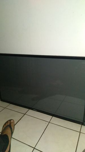 50 inch Samsung TV with controller but no stand for Sale in Miami, FL