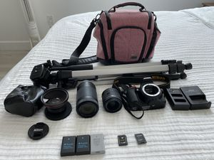 NIKON D5600 W/ 18-55nm & 70-300mm + WIDE ANGLE LENSES, 3 BATTERIES, TRIPOD, AND BAG for Sale in Coral Gables, FL