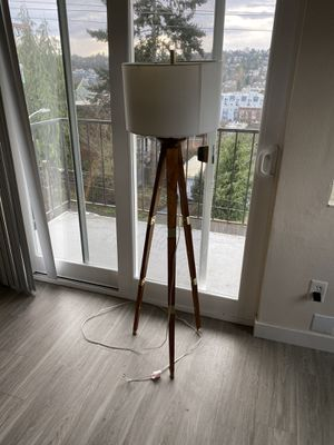 Standing lamp for Sale in Seattle, WA