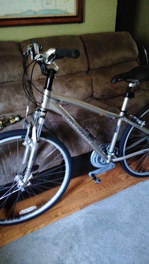 Marin kentfield fs women's bike like new minor scratches comes with stock pedals helmet pump for Sale in Marietta, GA