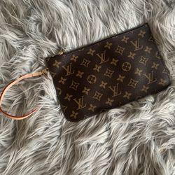 Louis Vuitton Neverfull Pochette Wristlet Bag for Sale in Everett,  WA