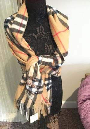 NWT authentic Burberry plaid check 100% cashmere scarf for Sale in Park Ridge, NJ