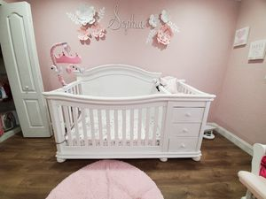 Crib with changer for Sale in Miami, FL