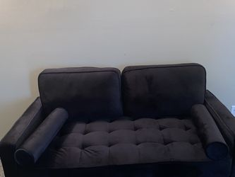 Love seat couch for Sale in Cleveland,  OH