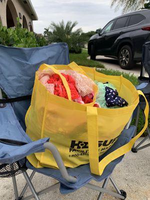 Free Cloth and books for Sale in Pompano Beach, FL