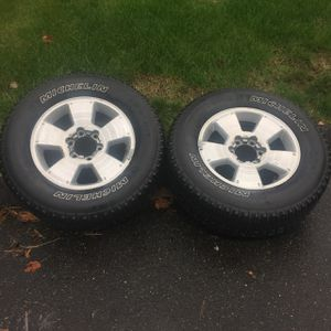 Rim/tire off of a 2008 Toyota Tacoma for Sale in Hartford, CT