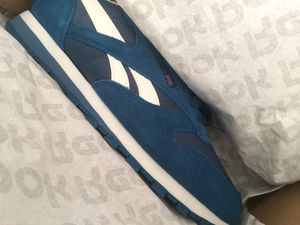 Classic Reebok sz 9.5 for Sale in Columbus, OH