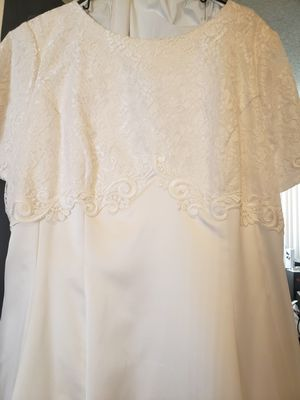Wedding dress for Sale in Apple Valley, CA