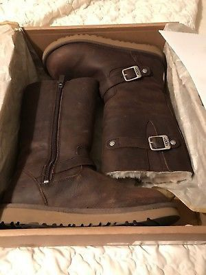 UGG BOOTS-BOMBER LEATHER Sz 6 for Sale in Las Vegas, NV