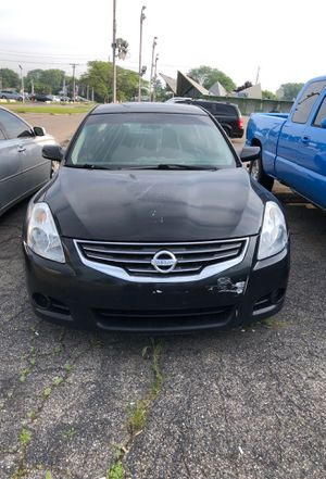 2010 Nissan Altima 150 thousand miles green title It has Bad transmission for Sale in Warren, MI