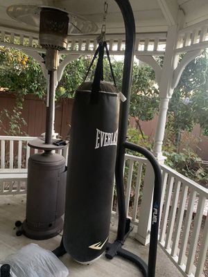 Everlast punching bag and stand. for Sale in Fullerton, CA
