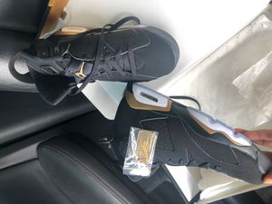 Size 8 worn for a pic nothing more 225 for Sale in Oxon Hill, MD