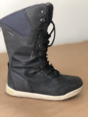 Women's Snow boots - US 7 for Sale in Miami, FL