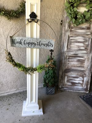 Solid wood post with barrel ring wreath. Interchangeable sign. for Sale in Reedley, CA