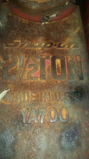 Snap on 2 1/2 ton jack lift for Sale in Falls Church, VA