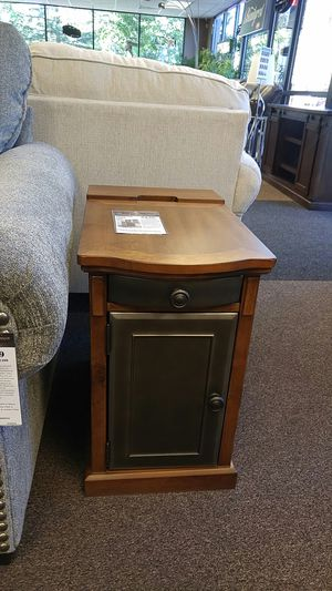 GREAT END TABLE W PWR AND USB OUTLETS for Sale in Portland, OR