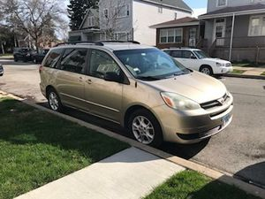 Toyota Sienna LE 2004 for Sale in Chicago, IL