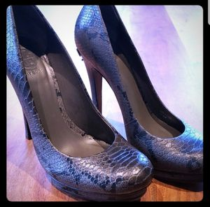 Tori Burch Grey Jude Snakeskin Logo Platform Pump Sz8 for Sale in Leavenworth, WA