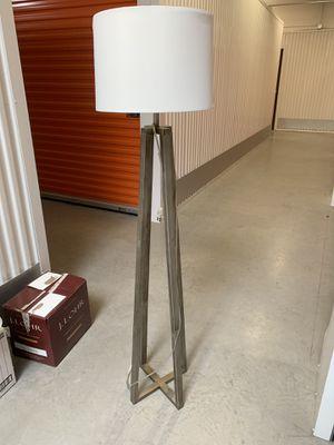Tall Floor Lamp for Sale in Watauga, TX