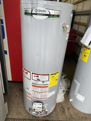 40 Gallon gas Hot water heater new scratch n dent for Sale in Euclid, OH