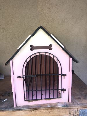 Pink Dog house for Small Dogs for Sale in Glendale, CA