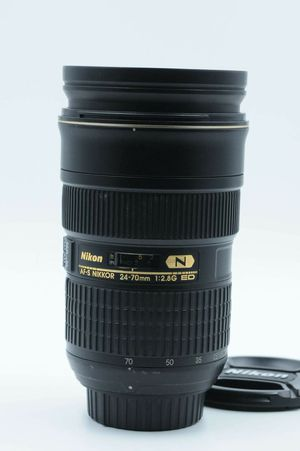 Nikon Nikkor 24-70mm f/2. 8 in perfect condition for Sale in Westminster, CA
