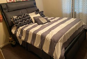Queen Bed and frame for Sale in Little Rock, AR