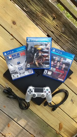 Playstation 4 Pro w/ Silver Controller & 3 Games: Infamous Second Son, PES 2018 and MLB The Show 2015 (PS4) for Sale in Houston, TX