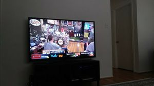 65 INCH VIZIO SMART TV for Sale in Fort Washington, MD