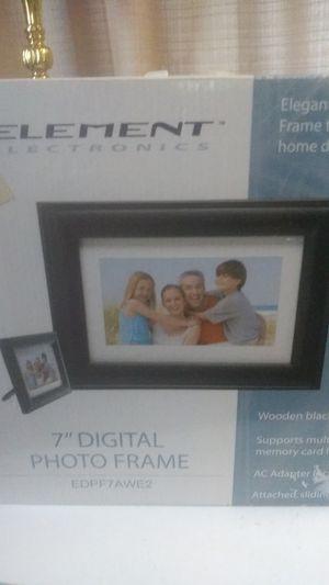 7 in digital photo frame for Sale in Harlingen, TX