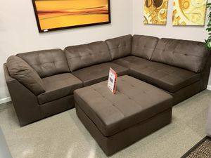 935 sectional with ottoman. This weekend only! for Sale in SeaTac, WA