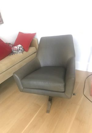 LEATHER SWIVEL RECLINER! for Sale in Jersey City, NJ